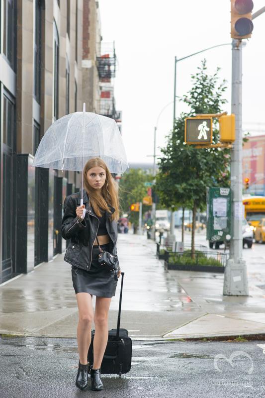 Mitograph Woman At New York Fashion Week 2016 Spring Summer Nyfw