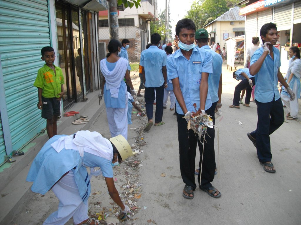 keeping schools clean Cleanliness , personal hygiene , good sanitation provides a clean school environment for the students to keep them in good health and safe rules to be followed to maintain the cleanliness in schools.