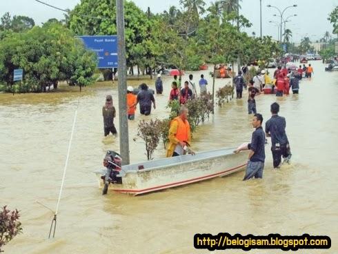 KEMAMAM  : Bukan Tempat Biasa Dinaiki Air Banjir