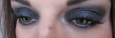 http://chroniquedunemakeupaddict.blogspot.com/2013/11/makeup-avec-la-vice-palette-1-durban.html