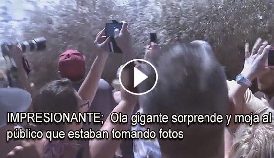 VIDEO INSOLITO: Ola gigante sorprende y moja al público que estaban tomando fotos