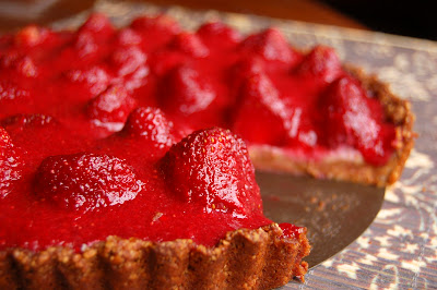 Strawberry Almond Tart | www.kettlercuisine.com