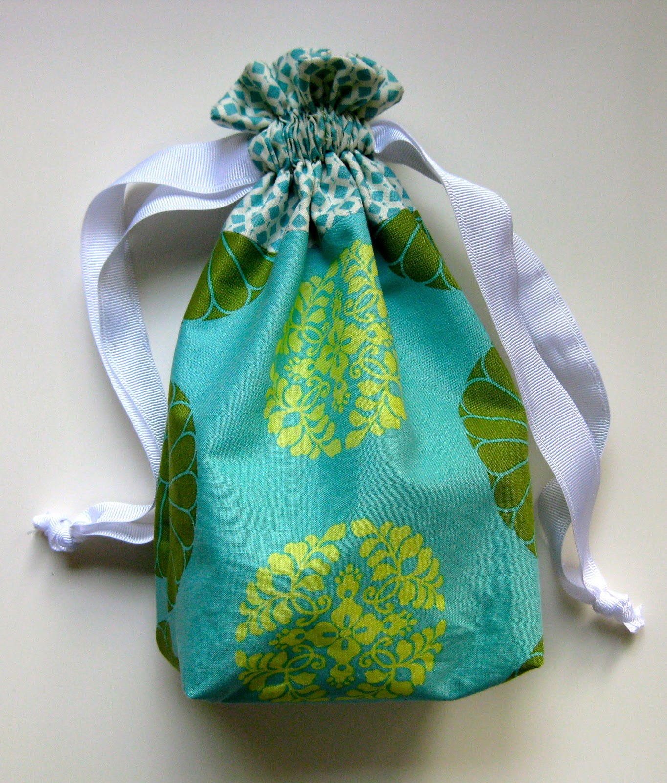 how to finish corners on a lined bag