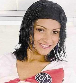 Cynthia Macedo con cabello negro