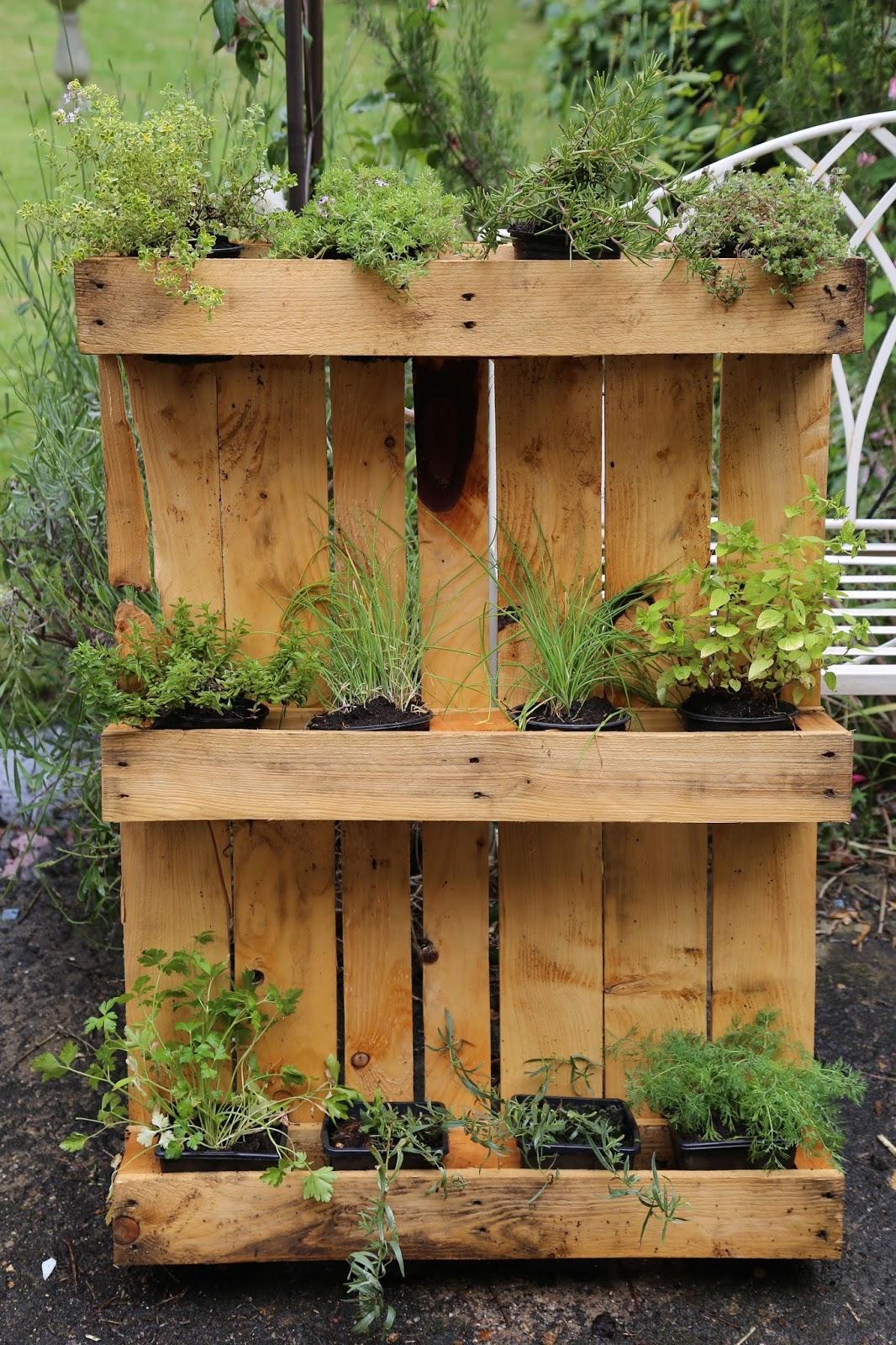 Garden Tool Set: Growing up - the DIY vertical garden