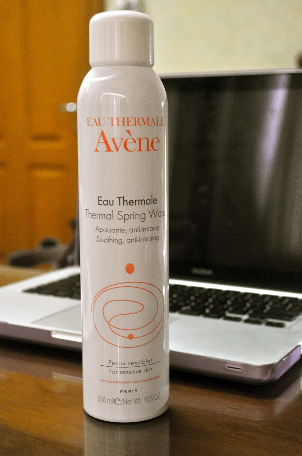 The Battle Of Mists Evian Vs Avene Beauty Reviews Facial Spray 300ml As Soon I Got Home Quickly Put This To Use And My Surprise It Does Work Wonders On Skin Mean Lets Not Brand A
