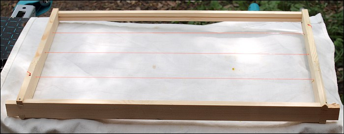 Notes from a Small Apiary: Fishing line and brood frames
