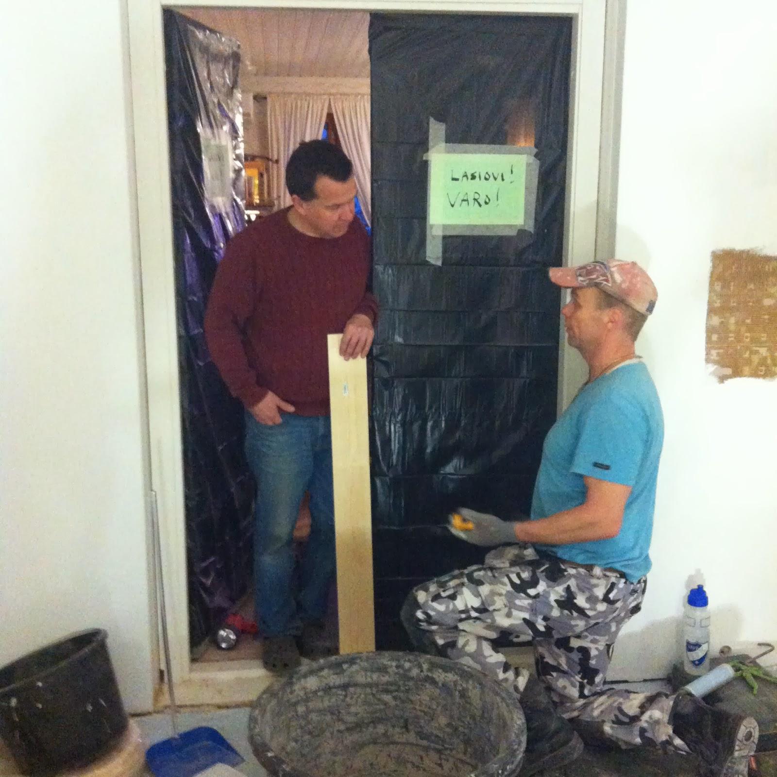 Petrin ja Sarin vanha talo Rakennusmiehet lähtivät ja seinien (!) kittaus al