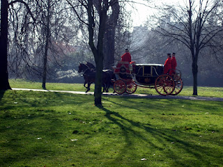 Picture of a carriage in Hyde Park in London