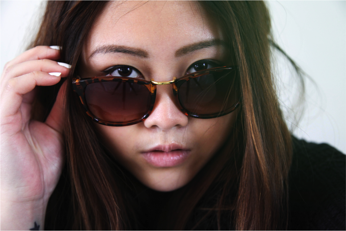 hipster firmoo sunglasses in turtoise frame and tea colour fashion photography