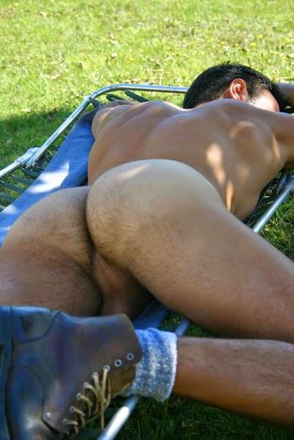 Sexy guys sleeping naked — img 2