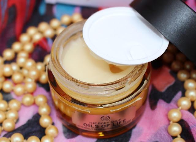 Crema viso extra rivitalizzante, disponibile anche nella versione gel.