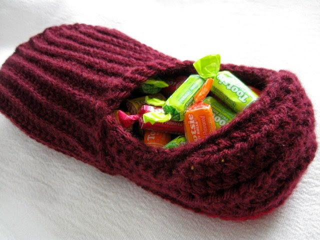 https://www.etsy.com/listing/223540221/crochet-ribbed-slipper-shoe-candy-holder?ref=related-0