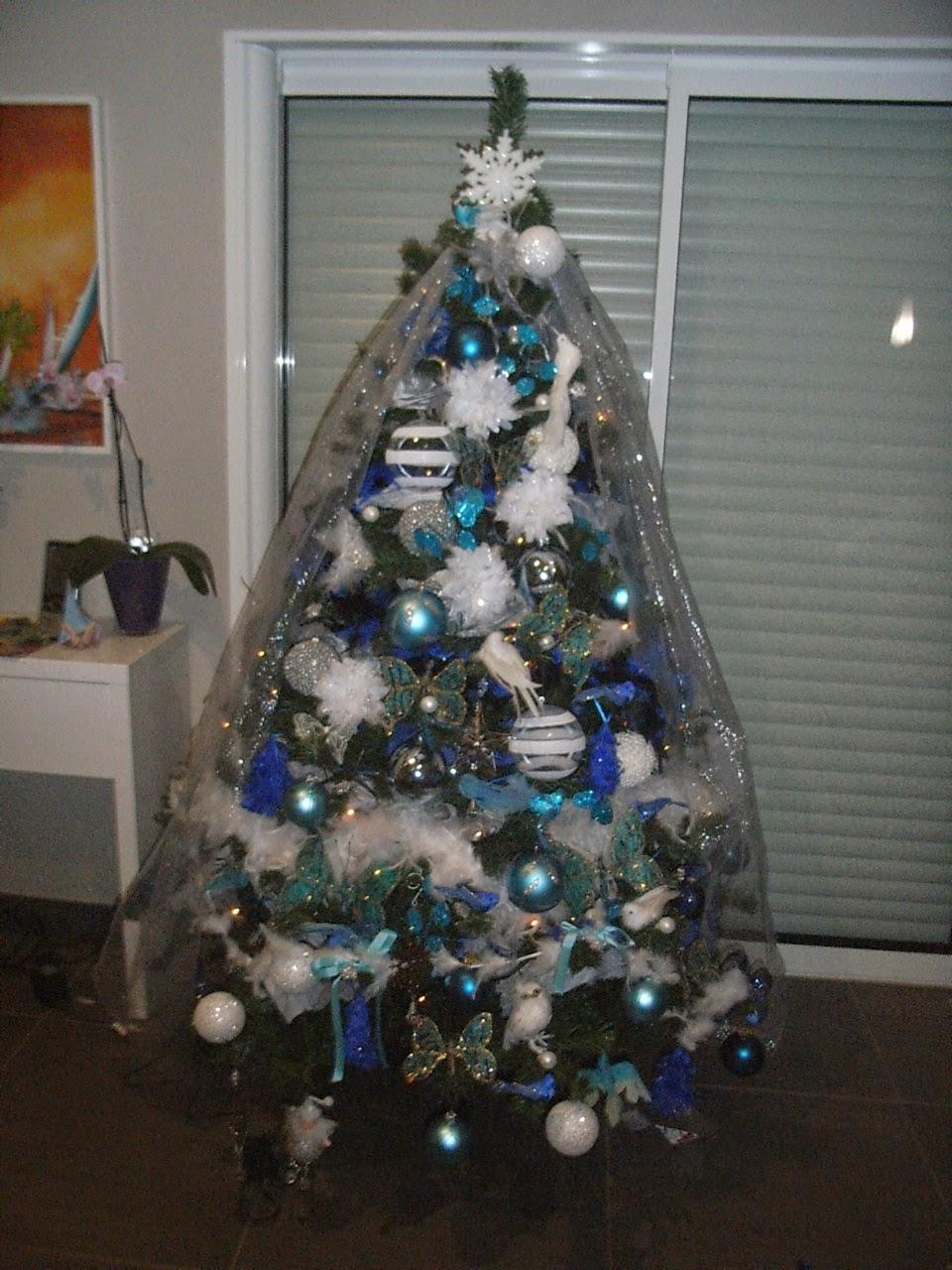 Creation decoration customisation decoration de noel - Sapin decore en bleu ...