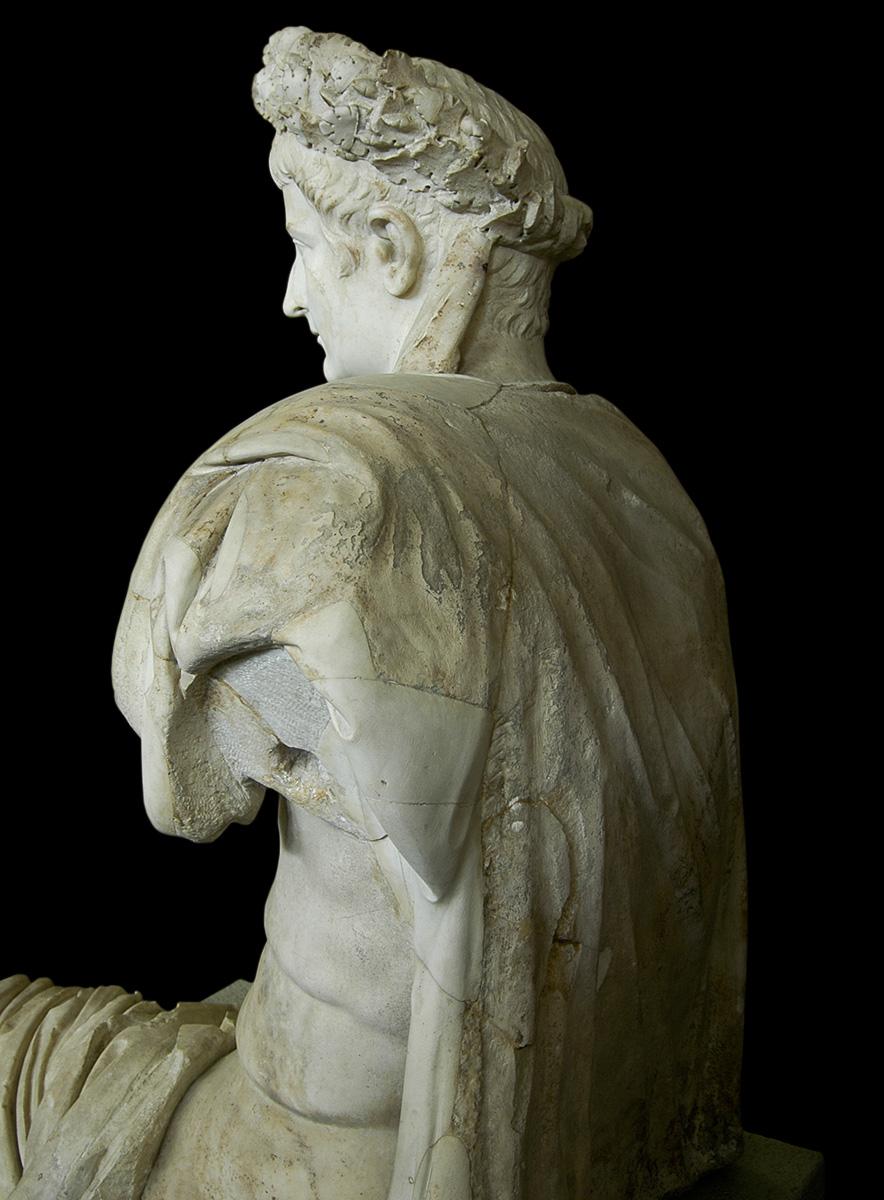 Reinette: Ancie... Emperor Nero Statue
