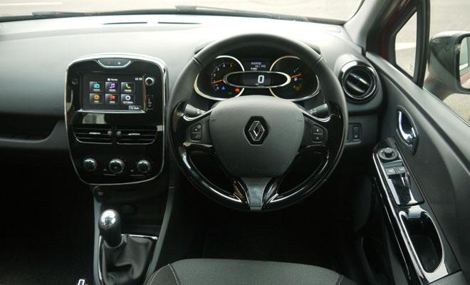Renault Clio Eco cockpit