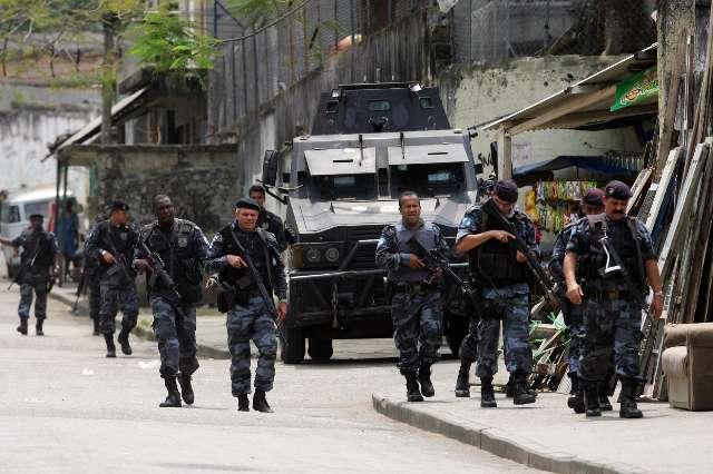 POLICIA OCUPA NOVA COMUNIDADE NO RIO DE JANEIRO EM BUSCA DE TRAFICANTES