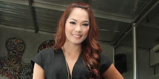 Nikita Mirzani Ancam Pecahkan Kepala Jenny Cortez