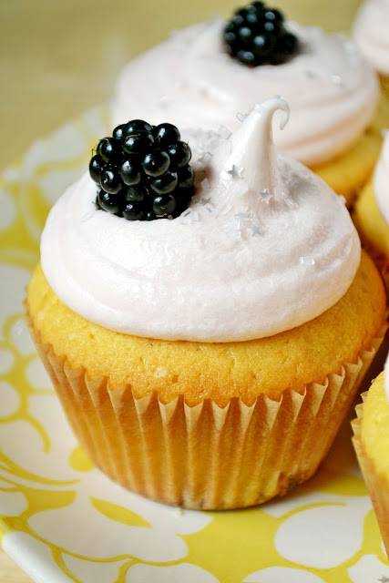 cupcakes, catie beatty, summer fruit, frosting, peach, blackberry, the prettiest cupcakes on earth, glitter, baking, star sprinkles