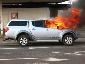 Beberapa Hal Penyebab Mobil Terbakar