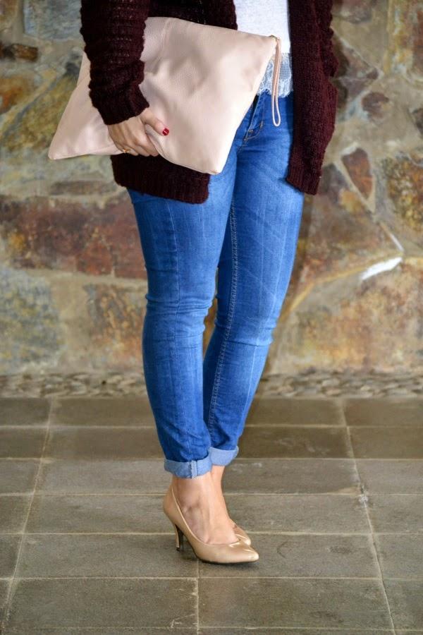 look_outfit_cardigan_oversize_burdeos_zapatos_nude_lolalolailo_03