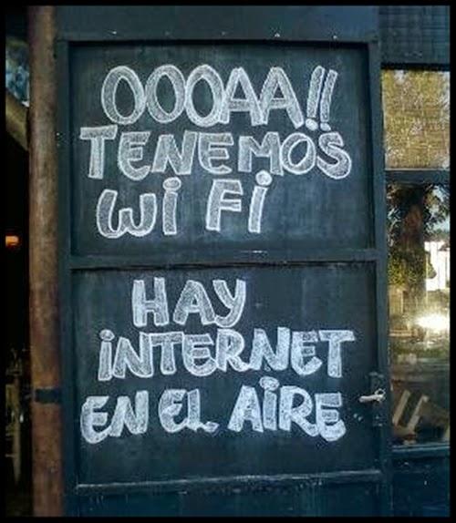 Cartel de bar, hay internet en el aire.