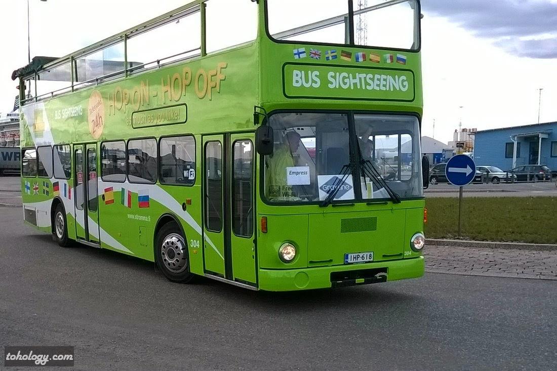Sightseeing bus at the West Harbor terminal in Ruoholahti (Gräsviken)