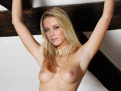 Amber Heard full frontal nude on the table