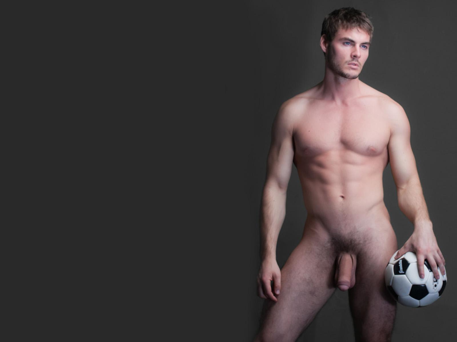 X hombres asaltan desnudo