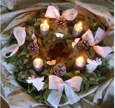 corona navideña, hacer una corona navideña, haciendo una corona navideña, corona navideña de plástico, corona de bolsas de navidad, corona transparente de plástico, corona para decorar en navidad, manualidades navideñas, manualidades de navidad, manualidades escolares, manualidades para niños, manualidades fáciles, adornos navideños, hacer adornos navideños, coronas navideñas bonitas, coronas navideñas fáciles de hacer, como se fabrica una corona navideña, materiales para hacer una corona navideña, guirnalda navideña, hacer guirnaldas navideñas, hacer guirnaldas de navidad, hacer adornos de navidad, centro de meza navideño, como hacer un centro de meza navideño, como hacer un centro de meza con ramas de pino, hacer un centro de mez con ramas de ciprés