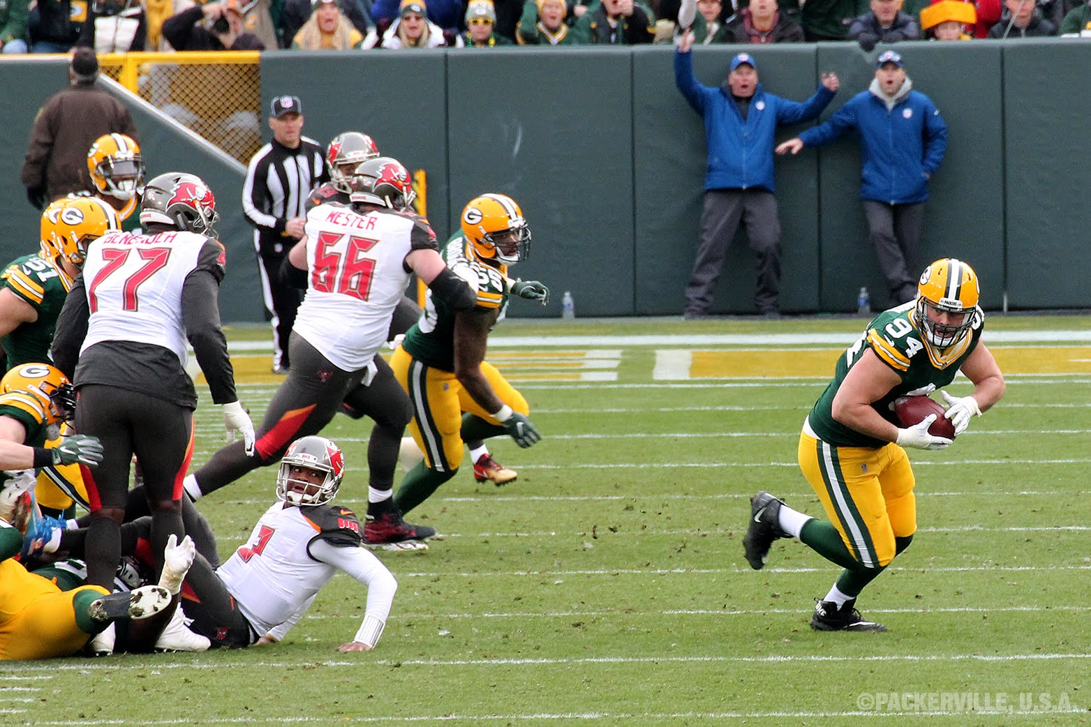 de dean lowry 94 has the ball here and is off on his 62 yard scamper to the north end zone for his first nfl touchdown