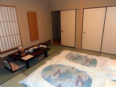 Interior de nuestra habitación del Yumotokan, un ryokan de lujo con onsen