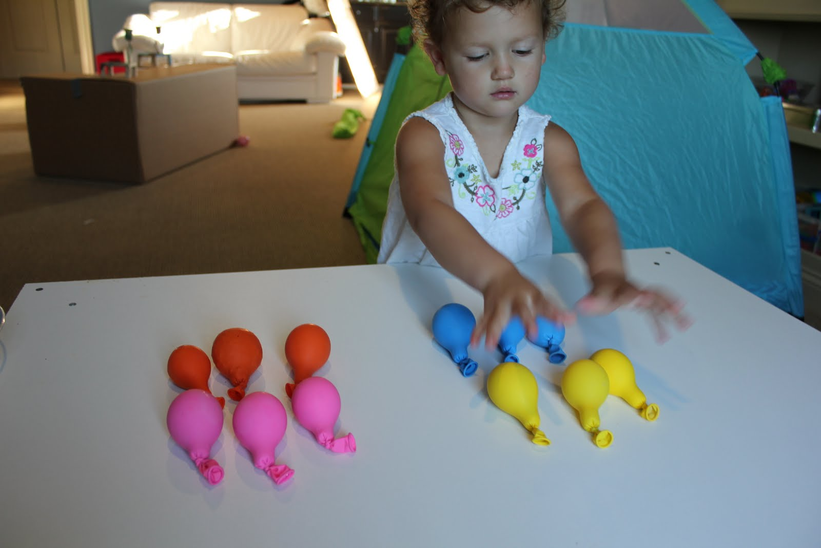 Sensory balloons activities for children sensory for Cool things to do with balloons