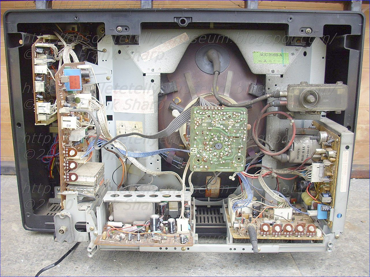 Obsolete Technology Tellye Sony Kv 2204et Chassis Scc 216b A High Voltage Dc Power Supply With Neat Trick For Switching Polarity Upon Issuance Of The Memory Instruction Instantaneous Tuning Is Stored In Circuit 11 And Subsequently Supplied To Tuner 2
