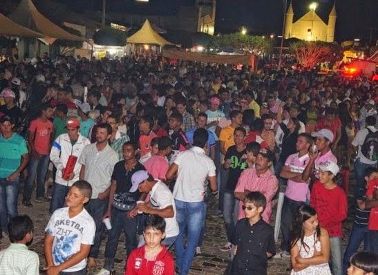 Festa da Padroeira de Zabelê atrai centenas de pessoas às ruas do município
