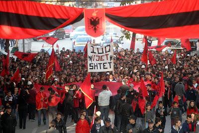 Skopje in  Macedonia gli albanesi festeggiano i 100 anni dell'Albania