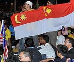 Warga Malaysia Kibarkan Bendera Negara Baru