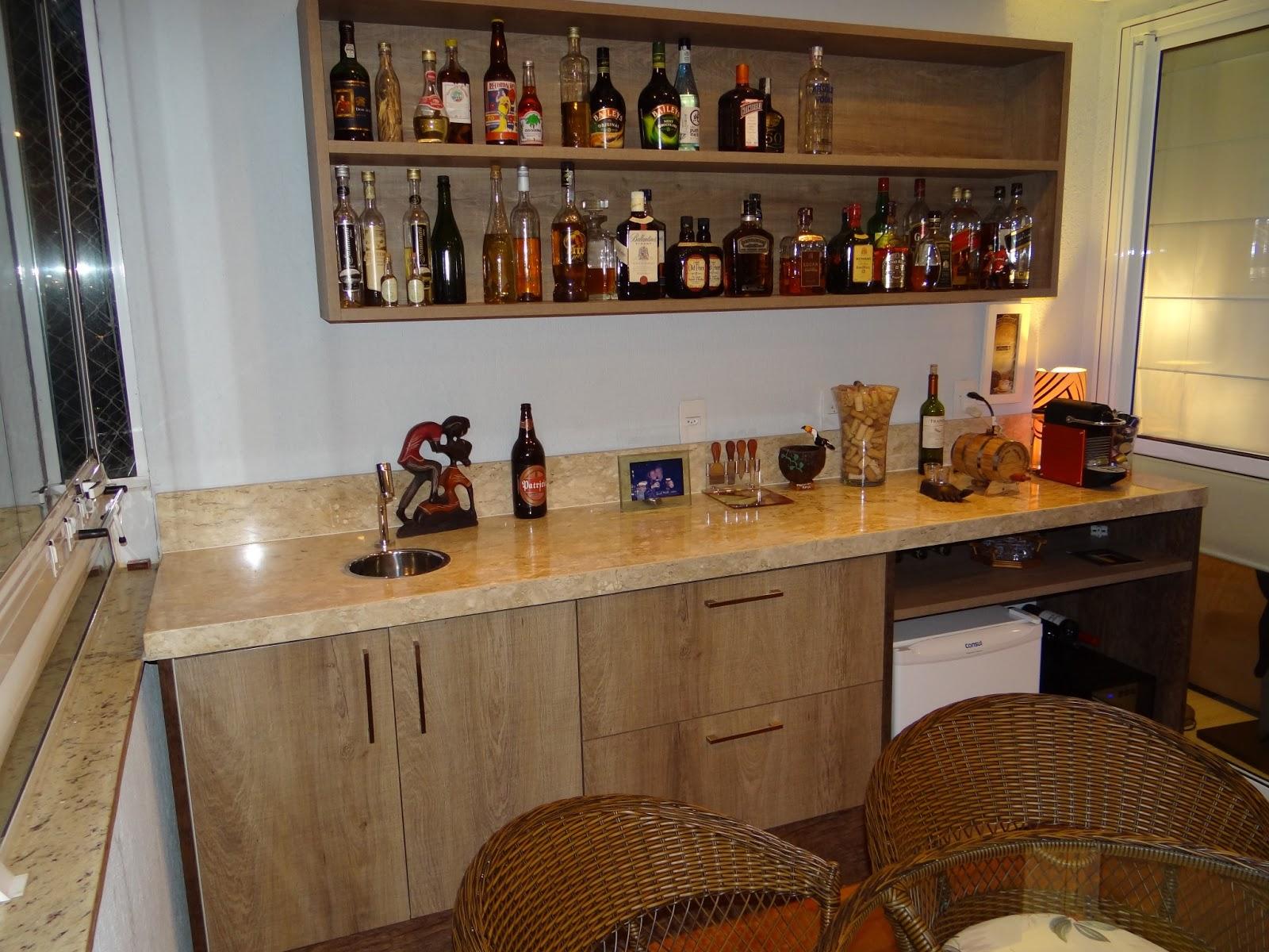 instalada na bancada para auxiliar na limpeza e preparo dos drinks #9B6830 1600x1200