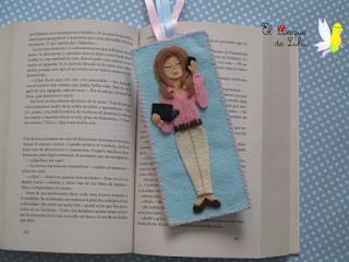 marcapáginas-personalizado-fieltro-punto-de-libro-elbosquedelulu-hechoamanoparati-regalo-personalizado-felt
