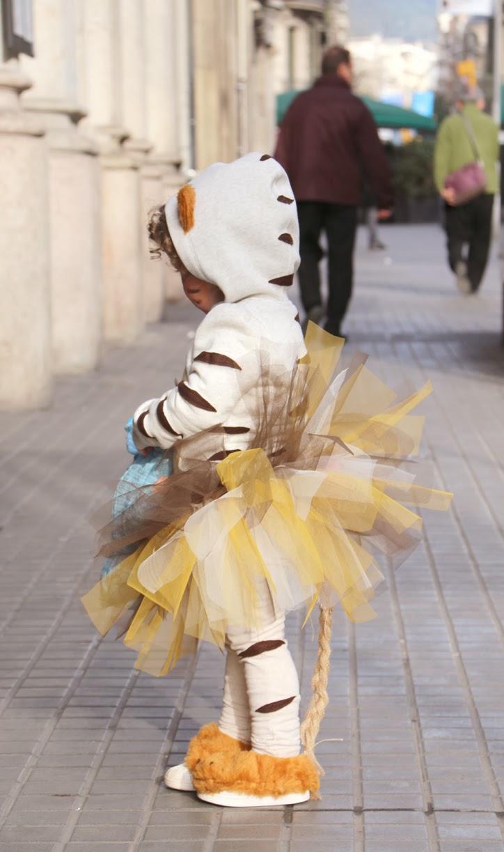 disfraz-casero-de-tigre-cosido-a-mano