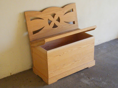 Arquibanco de madeira comprado na feira