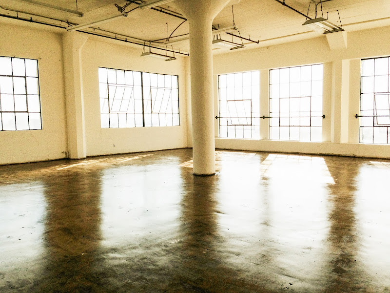 Beautiful open penthouse loft, with high ceilings, window galore and  title=