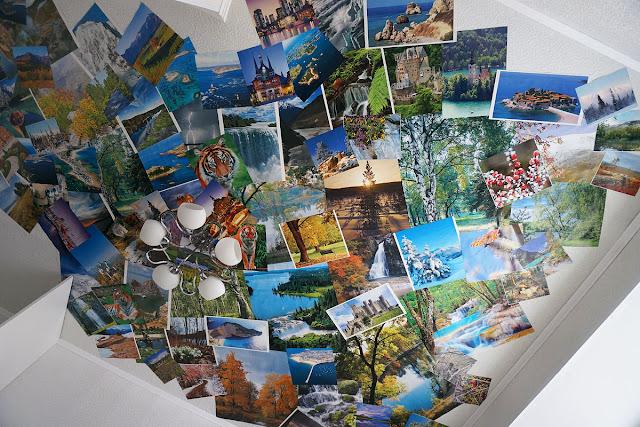 Потолок, обклеенный календарями.