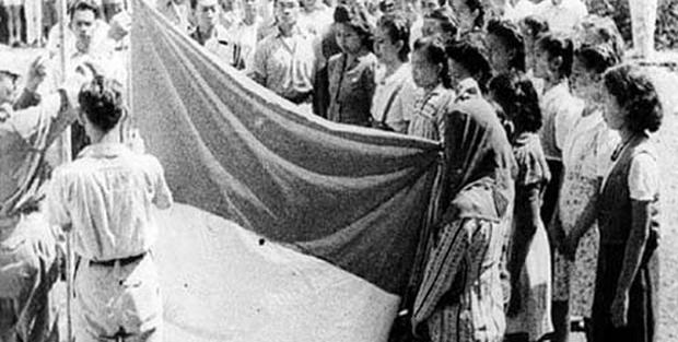 Bendera Pusaka Terbuat Dari Tenda Warung Soto