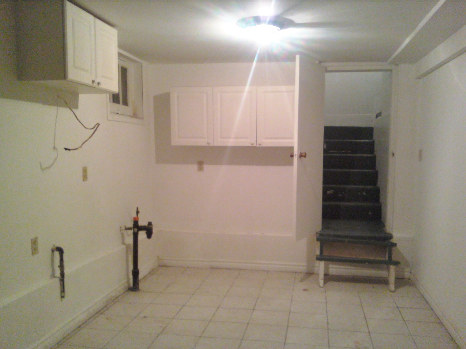 The basement apartment a kitchen one could actually use for House with basement apartment