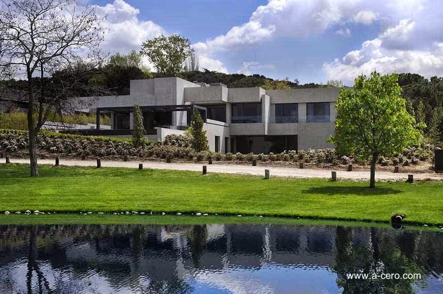 Residencia contemporánea en España hecha de concreto