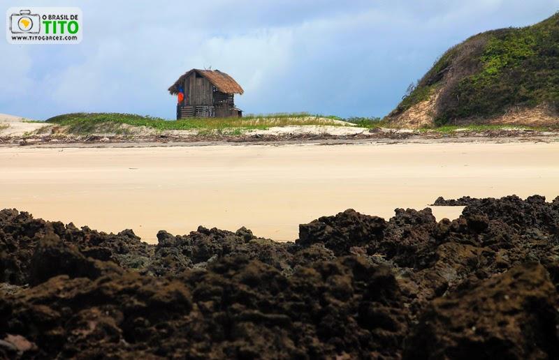 Casa de madeira na praia da Princesa, na Ilha de Maiandeua (Algodoal), no Pará