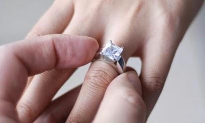 harga cincin berlian solitaire,harga cincin berlian frank & co,harga cincin berlian asli,cincin berlian murah,harga cincin berlian mata satu,harga cincin berlian pria,