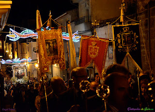 Cristo al fondo de la procesión