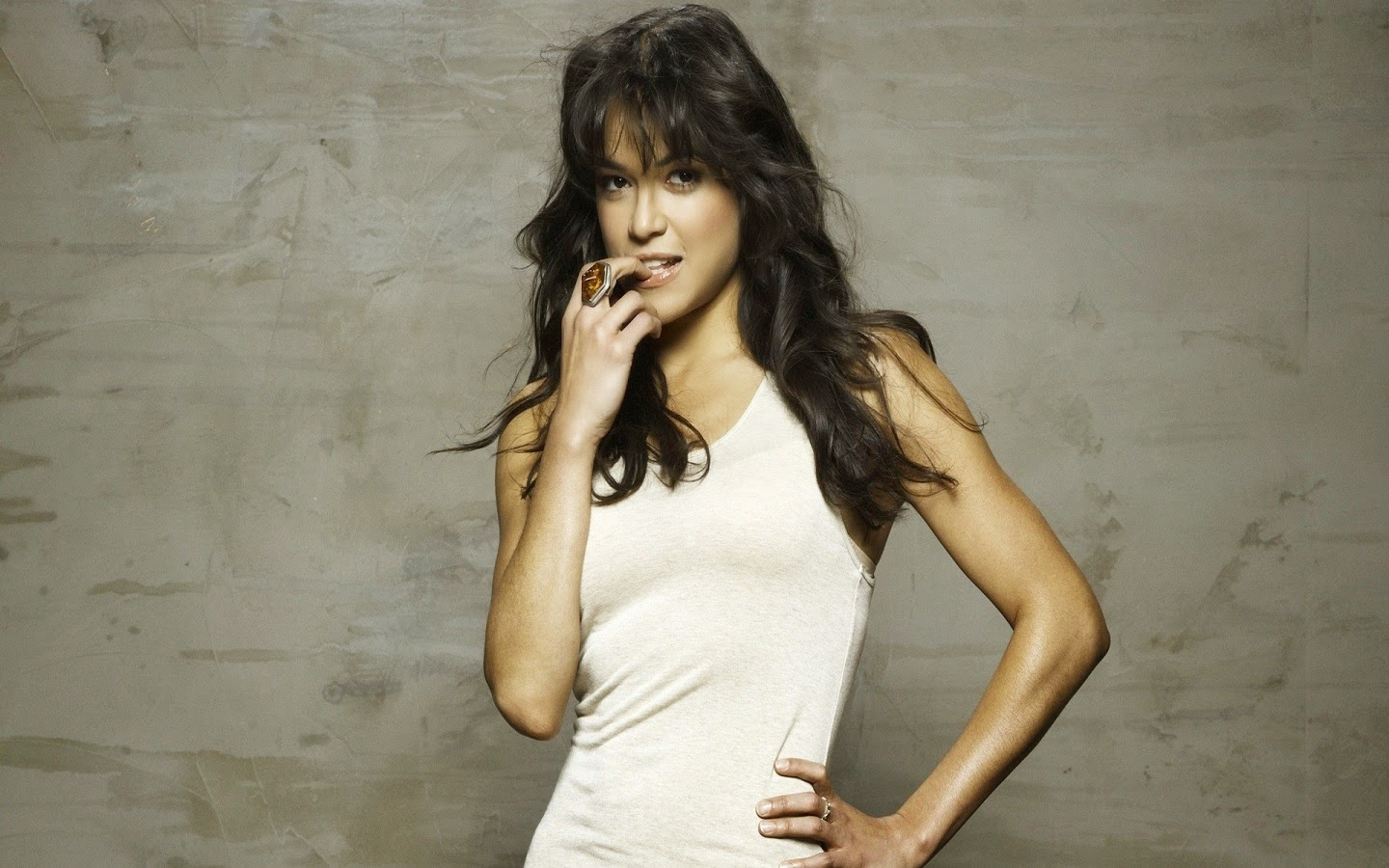 MICHELLE RODRIGUEZ_WALLSTOWN_IN_HOLLYWOOD ACTRESS_HOLLYWOOD CELEBRITIES